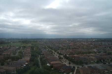 PANORAMIC VIEWS FROM CITY CENTRE CONDO