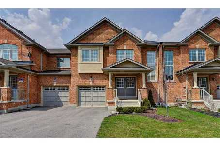 freehold townhome with fenced backyard in Milton *PET FRIENDLY*