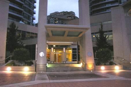 33 Elm Drive West Suite 308 Central Mississauga 1 Den